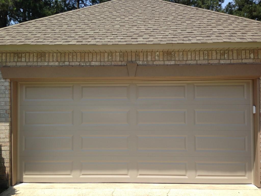 Classic collection crescent city garage door for Wind code garage doors